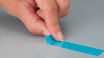 Folding a tape edge and easy to remove.
